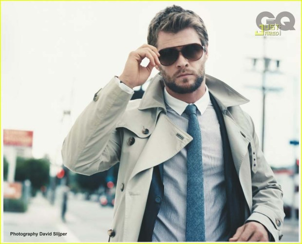 Chris-Hemsworth-photo-for-GQ-magazine-australia-walking-on-the-street-holding-glasses