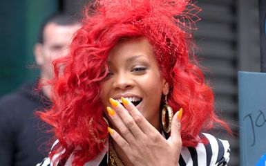 0927-rihanna-nails-makeup-video_bd