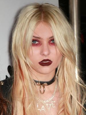 worst-celeb-makeup-08