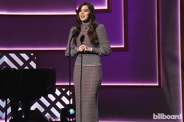 hailee-steinfeld-on-stage-wim-2015-billboard-650