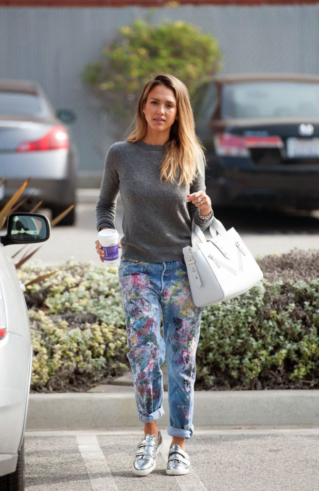jessica-alba-out-in-los-angeles-feb.-2015_4