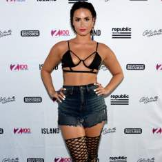 demi-lovato-best-onstage-outfits-2015
