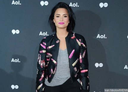 demi-lovato-twerks-in-booty-baring-outfit-during-quick-change-at-concert